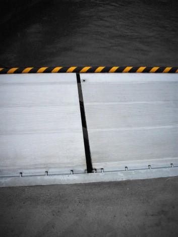 Port Logistics – Gap between loading bridges