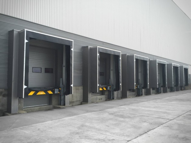 loading facilities with door seals in the automotive logistics