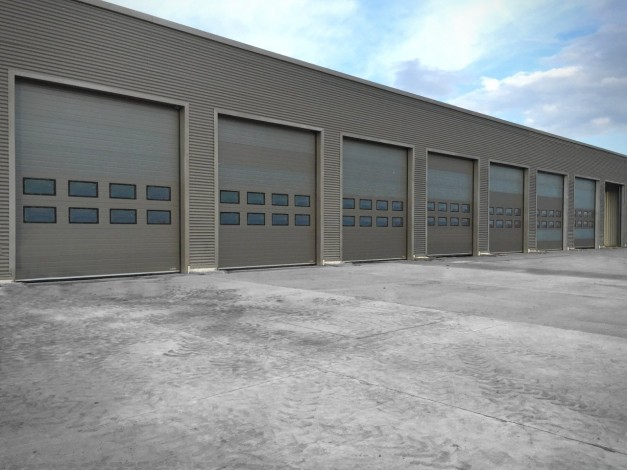 sectional doors from the outside in the automotive logistics