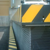 Long-Load Lift with Corrugated Wire Mesh