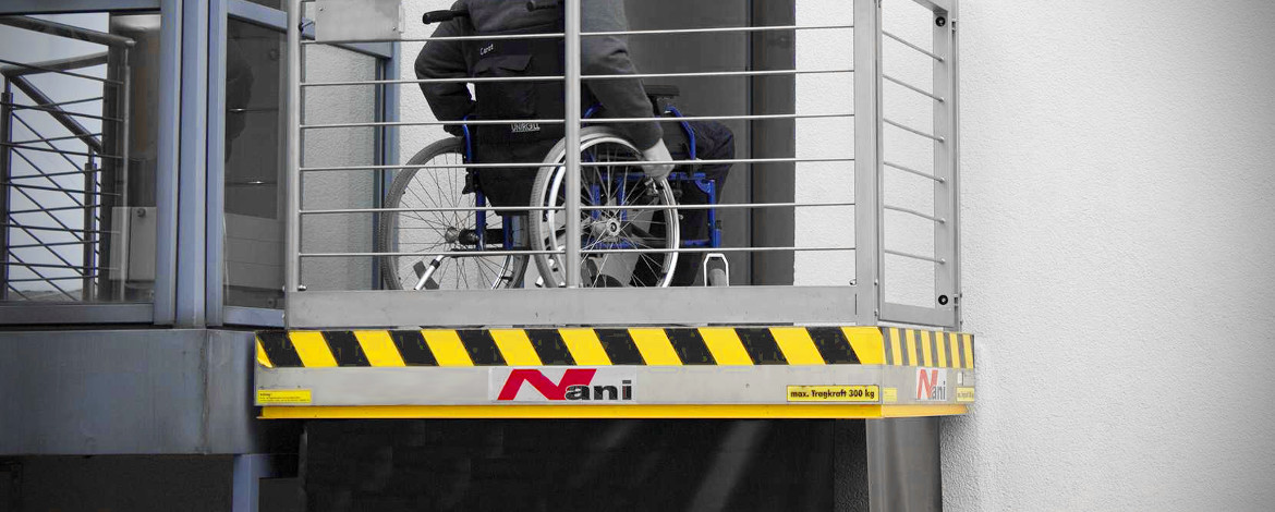 Lifting table for people with disabilities