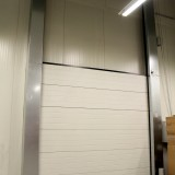 Closed Lift Gate with Vertical Running Rail (VL)
