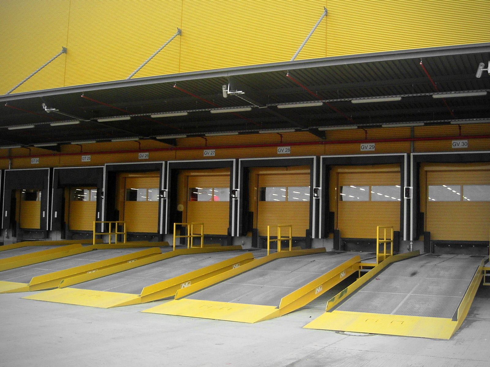 Deutsche Post AG - mobile loading platforms or yardramps