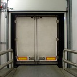 Kühlhauslogistik – Verladung – Lkw angedockt