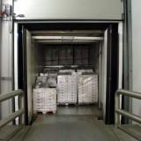 Kühlhauslogistik – Verladung – Lkw Türen geöffnet