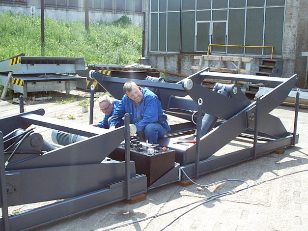 Final assembly double-lifting-table respectively Long-Load Lifts