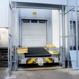 Installation of a crash guard on a loading houses