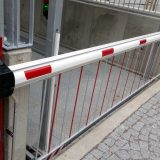 Barrier with barrier grate